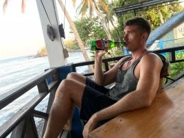 Simon gönnt sich nach langer Abstinenz ein Bier. Hat er sich nach der langen Fahrt aber auch verdient! ❤️